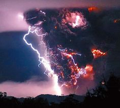 Chilean Volcano eruption with lightning!