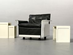 Dieter Rams for Vitsoe, Chair Programm 620 black/white and Side Table 621. Shop now www.frankfurt-minimal.de