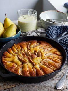 lettvint pærekake med vaniljesaus Pudding Desserts, Apple Pie, Food Porn, Goodies, Food And Drink, Sweets, Snacks, Breads, Danish Recipes