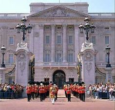 Buckingham Palace-London, England(Queen Elizabeth II's official residence)