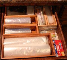 ziplocks organized & DIY ziploc bag organizer   Ideas con vasos platos y pitillos ...