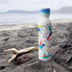 Partant pour un pique-nique à la campagne , une balade en forêt, ou une pause farniente sur la plage ?  N'oubliez pas notre bouteille isotherme Keep Cool Bottle pour toutes ces occasions ! Cadeau Design, Water Bottle, Drinks, Products, Picnic, Cool Drinks, Vacuum Flask, Holiday Beach, Ride Or Die