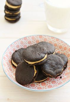 DIY Healthy Oreos: made with natural ingredients only, but they taste as good as the real thing!