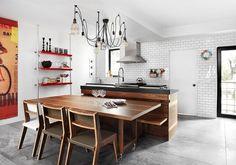 industrielle küche weiße wandfarbe ziegelwände coole pendelleuchten