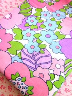 1970s Vibrant  PinksAndMauvesSheetFabric by Pommedejour on Etsy, $12.00