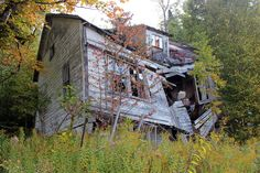 Collapsing house in Restoule , Ontario...this one has great meaning..been going to Restoule for 30 years..always have been greatly interested in the story behind this home!