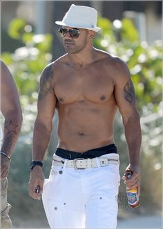 Shemar Moore... white pants, AWESOME!!