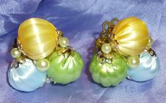 vtg JAPAN FLUTED LUCITE BEAD PASTEL PEARL YELLOW~GREEN~BLUE CLIP EARRINGS #Unbranded #ClusterCLIP