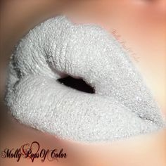 A mixture of white glittered powder and lip gloss was used to achieve these unique lippies. Here's your quick how-to for this fabulous look.