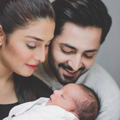 Ayeza khan and Danish taimoor WD lovly son Newborn Family Pictures, Family Photos With Baby, Newborn Baby Photos, Cute Baby Pictures, Mother Baby Photography, Newborn Photography Poses, Couple With Baby, Mom Dad Baby, Shooting Photo
