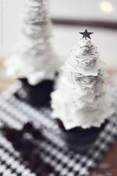 DIY paper Christmas tree from scrap paper. Merry Christmas To All, Black Christmas, Diy Christmas Tree, Christmas Colors, Christmas Projects, Winter Christmas, Christmas Tree Decorations, Christmas Collage, Xmas Trees