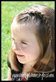 Here's another very long over due post I was supposed to do about a year ago when I taught this braid the first time . When I originally d...