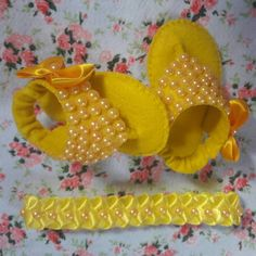 1 million+ Stunning Free Images to Use Anywhere Baby Doll Shoes, Felt Baby Shoes, Cute Baby Shoes, Baby Dress Design, Baby Girl Dress Patterns, Baby Girl Dresses, Baby Shoes Pattern, Shoe Pattern, Crochet Baby Clothes