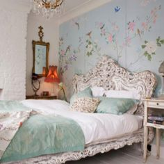In love with this bed. And the wallpaper. Everything!