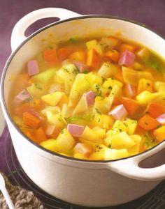 Υλικά  1 μεγάλη πατάτα κομμένη σε κυβάκια     2 μέτρια καρότα σε κυβάκια  2 κολοκυθάκια κομμένα σε κυβάκια  2 κρεμμύδια ξερά κομμένα σε καρέ  το λευκό και τρυφερό πράσινο μέρος από 3 φρέσκα κρεμμύδια κομμένο σε ροδέλες  1 κλωνάρι σέλερι ψιλοκομμένο  100ml λευκό κρασί  1 1/2 λίτρο ζεστό ζωμό  2 κλωνάρια μαϊντανού ολόκληρα  το χυμό και το ξύσμα από μισό λεμόνι  100ml ελαιόλαδο  αλάτι, πιπέρι  150γρ. ζαμπόν κομμένο σε κύβους.  Εκτέλεση  Βάζουμε σε μια μεγάλη κατσαρόλα το μισό λάδι και σοτάρουμε… Salsa, Mexican, Ethnic Recipes, Food, Gravy, Salsa Music, Meals, Yemek, Dip