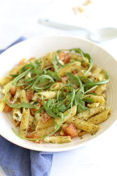 15x lekkere pastasalades voor in de zomer - MamaKletst Pesto Pasta Salad, Pasta Salad Italian, Pasta Salad Recipes, Healthy Prawn Recipes, Healthy Food List, Veggie Recipes, Penne, Mozzarella, Chicken Diet Recipe