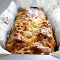 Κέικ με φέτα και αρωματικά φυτά Sweet Loaf Recipe, Cookbook Recipes, Cooking Recipes, Food Network Recipes, Food Processor Recipes, The Kitchen Food Network, Cooking Cake, Greek Cooking, Greek Dishes