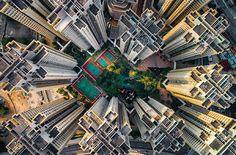 Schwindelerregend Abgründe in Hongkong  Die meisten von uns haben wahrscheinlich selten die Chance, die Stadt Hong Kong live und in Farbe zu erleben. Und noch weniger können die großen S...