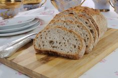 Amazing No Knead Bread Recipe which uses 4 ingredients – Flour, Salt, Water and Yeast.