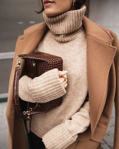 """The """"Boring"""" Hue That Will Dominate Our Feeds This Spring - Cute Outfits Fashion Moda, Look Fashion, Mode Outfits, Fashion Outfits, Fashion Trends, Fashion Lookbook, Fall Winter Outfits, Autumn Winter Fashion, Spring Fashion"""
