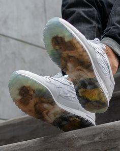 Vivienne Westwood faz verdadeira obra de arte em parceria com a Asics - Sneakers and Shoes - Look Fashion, Fashion Shoes, Fashion Outfits, Retro Fashion, Vivienne Westwood Shoes, Parisian Girl, Looks Style, My Style, Vintage Outfits