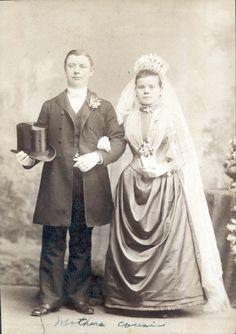 Four Tips For A Beautiful Beach Wedding Vintage Wedding Photography, Vintage Wedding Photos, Wedding Dresses Photos, Vintage Bridal, Wedding Pictures, Vintage Weddings, Wedding Couples, Wedding Bride, Wedding Bouquet