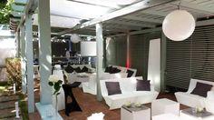 Mobiliario fabricado en polietileno, un material 100% reciclable, muy resistente, translúcido, con luz led RGB!!  www.lavidaenled.com