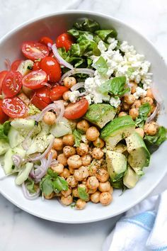 simple to make main-meal salad is topped with a quick, herbed marination of chickpeas with dried dill, garlic, the olive oil (and lemon) for a protein with serious flavor.Crunchy Green Salad with Dilled Chickpeas and Avocado Healthy Meal Prep, Healthy Salads, Healthy Eating, Healthy Nutrition, Healthy Food, Nutrition Chart, Fruit Salads, Paleo Food, Dinner Healthy