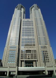 The Tokyo Metropolitan Government Building was competed in 1991 and was designed by the renowned architect Kenzo Tange, Kenzo Tange, Commercial Architecture, Facade Architecture, French Architecture, Ryue Nishizawa, La Sede, Yamanashi, Plaza Hotel, Building Structure