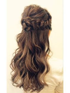 The Best Women Hairstyle To Attend The Fall Party 35 Party Hairstyles, Bride Hairstyles, Cool Hairstyles, Korean Hairstyles, Hairdos, Wedding Hair Flowers, Flowers In Hair, Hair Arrange, Hair Setting