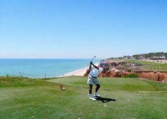 Playas naturales y acantilados salvajes en El Algarve - via 20minutos.es 22.08.2012 | En la zona sur de Portugal se encuentra la provincia de El Algarve que se extiende desde el cabo de San Vicente hasta la desembocadura del Guadiana y que es conocida por ser el destino turístico preferido de todos los que visitan este bello país. Se trata de un territorio lleno de playas por descubrir, de entornos naturales y vistas impactantes... Foto: El golf es uno de los atractivos del Algarve portugués
