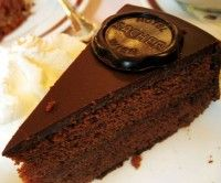 Sachertorte, smullen van de beroemdste taart uit Oostenrijk   Eten en Drinken…
