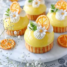 These orange cheesecake tarts is the taste of SUMMER we are craving for! Would these make it to your desert table? Beautiful Cupcakes, Beautiful Desserts, Mini Cakes, Cupcake Cakes, Cheesecake Tarts, Fancy Desserts, Gourmet Desserts, Plated Desserts, Homemade Cakes