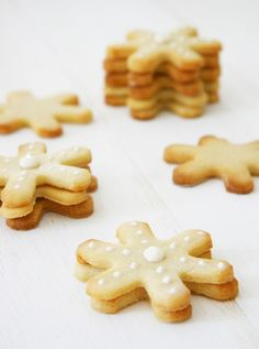 Snowflake Shortbread Cookie Recipe | Dog Treat Recipe | Pretty Fluffy. www.RadioFence.com Pet Products.