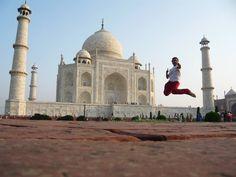 L'Inde du nord compte les monuments les plus connus du pays. Le Taj Mahal est aussi beau que son histoire est belle. Même si c'est l'un des monuments les plus visités dans le monde, rien ne remplace de le voir de ses propres yeux avec un coucher de soleil rougissant en toile de fond.  www.omvoyage.net  #agra #delhi #tajmahal #omvoyage #travelagency #french #indian