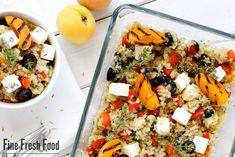 Quinoa gilt als eines der gesündesten Nahrungsmittel überhaupt. Zusammen mit den frischen Obst und Gemüse in diesem Salat tut man sich wirklich nur Gutes. Quinoa kommt ursprünglich aus den Anden und zählte schon bei den Inkas als Grundnahrungsmittel. Die Samen der Pflanze haben es wirklich in sich. Neben ausreichend Kalzium und Aminosäuren, bestehen die SamenMehr