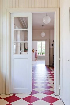 Using white as your basis on the walls, floors, ceilings and frames, add some red and white checkered floors to captivate and charm and add a little bit of a cottage feel. Style At Home, Floor Design, House Design, Design Design, Checkerboard Floor, Checkered Floors, White Cottage, Painted Floors, Painted Wood