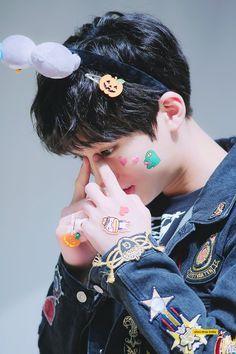jiseong Ji Sung, Kpop Boy, Daniel Wellington, Champion, Singing, Actors, Boys, Babies, Fashion