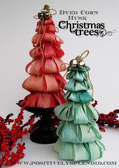 Dyed Corn Husk Christmas Tree Tutorial - Positively Splendid {Crafts, Sewing, Recipes and Home Decor} Christmas Holidays, Christmas Wreaths, Christmas Decorations, Christmas Ornaments, Straw Decorations, Merry Chistmas, Office Christmas, Christmas Stuff, Tamales