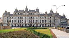 Edificio Rimac, en la cabecera del Paseo de la República y en la entrada al centro Histórico de Lima.