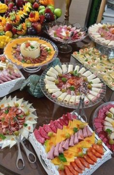 Party Food Buffet, Party Food Platters, Food Trays, Party Snacks, Appetizers For Party, Appetizer Recipes, Cocktail Party Food, Charcuterie Recipes, Reception Food