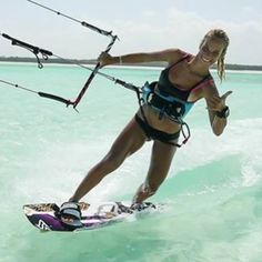 Surf lesson with a hot woman causes confusion between couples Kitesurfing, E Skate, Water Sports Activities, Sup Surf, Big Challenge, Surf Girls, Wakeboarding, Extreme Sports, Instagram