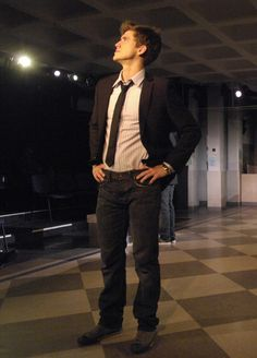 aaron tveit aka nat waiting outside lyric's home and dressed up for prom/homecoming