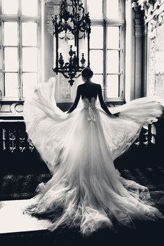 Incredible! I want a flowing dress like this!