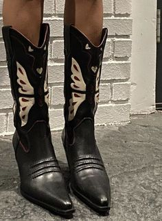 Funky Shoes, Cute Shoes, Me Too Shoes, Shoes Heels Boots, Shoes Sneakers, Prada, Aesthetic Shoes, Fashion Shoes, Fashion Outfits