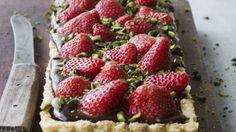 Jordbærtærte med chokolade   Opskrift   Mad & Bolig