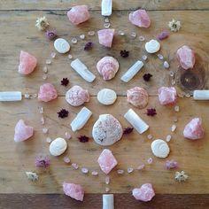 Mandala by journeyofthesoul_ Crystal Magic, Crystal Grid, Quartz Crystal, Rose Quartz, Crystals And Gemstones, Stones And Crystals, Gem Stones, Wicca, Magick