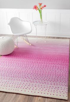 This hand-made woolen area rug features a stylish modern pattern.