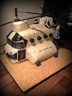 Chinook Helicopter Cake With Air Cadet All sponge cake covered in fondant. Cakes For Boys, Boy Cakes, Helicopter Cake, Nerf Cake, Chinook Helicopters, Fashion Cakes, Cake Cover, Novelty Cakes, Sponge Cake