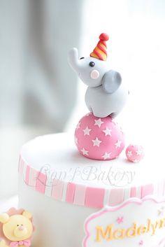 Circus cake - styro foam ball n felt elephant Baby Cakes, Baby Shower Cakes, Pretty Cakes, Cute Cakes, Fondant Cakes, Cupcake Cakes, Circus Cakes, Elephant Cakes, Elephant Theme